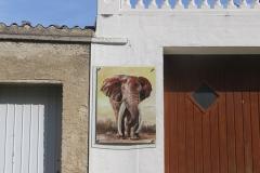 Big Tusker, 85x110cm, Acryl auf Aludibondplatte an Hauswand